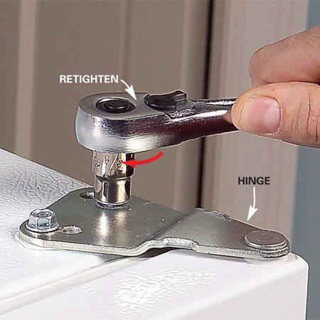 <b>Photo 2: Retighten the bolts</b></br> Straighten the door and retighten the bolts.