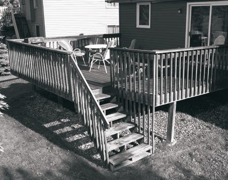 <b>The deck before it was remodeled</b></br> The existing decking and railing was in bad condition, but the pressure-treated structure was still sound.