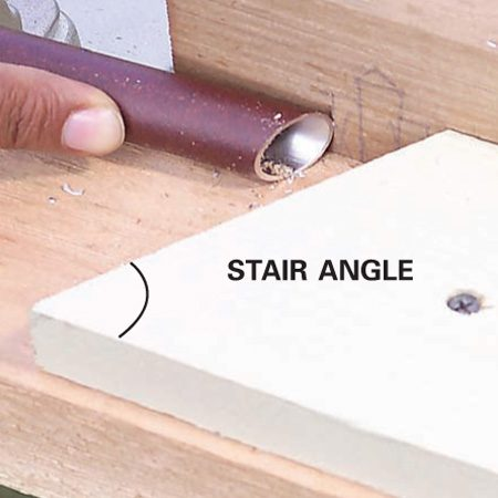 <b>Close up</b></br> Cut the stop block at the stair angle.
