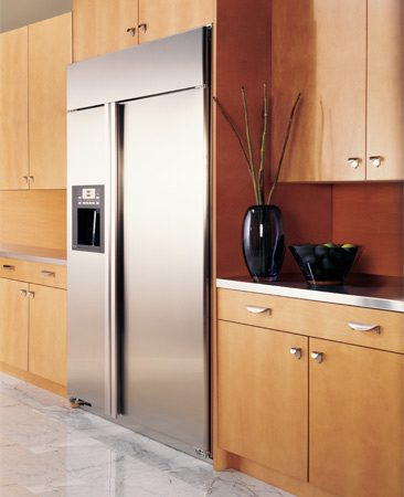 <b>Cabinet-depth refrigerator</b></br> Shallow depth refrigerators are easier to position in a small kitchen.