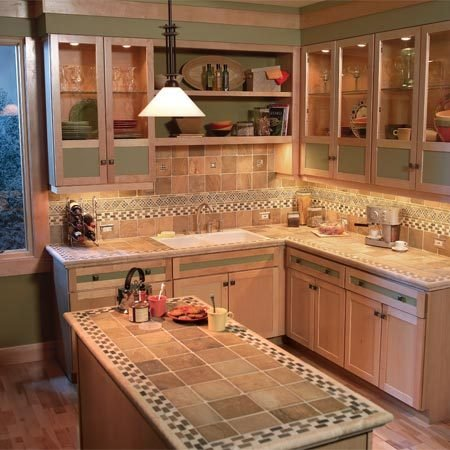 <b>The effect of undercabinet lights</b></br> Undercabinet lighting eliminates dark corners and makes countertop space more useable.