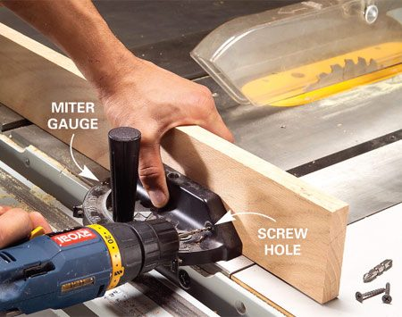 <b>Attach the fence</b></br> Fasten a straight piece of wood to the miter gauge