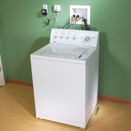 <b>Washing machine with sensor-controlled shutoff</b><br/>The sensor on the floor cuts off the water if it gets wet.