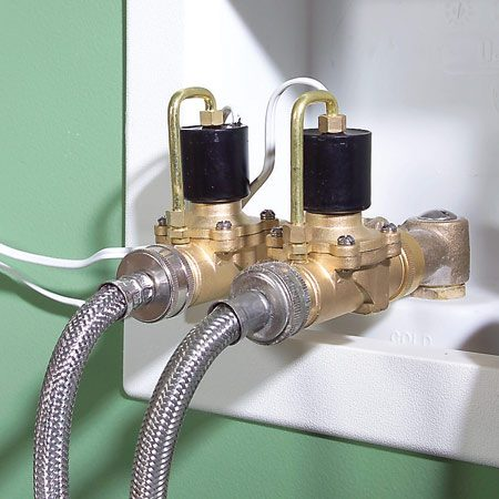 <b>Shutoff valves</b><br/>The valves block water flow instantly at a signal from the control unit.