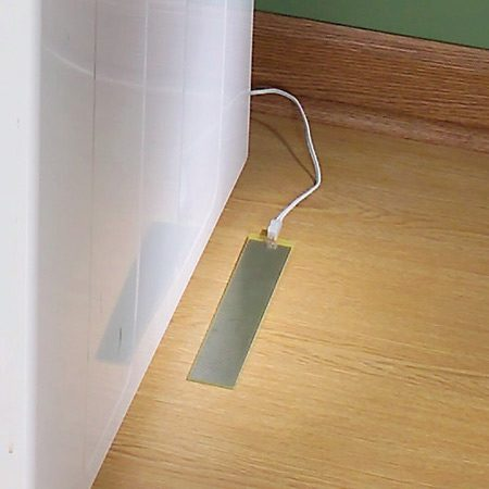 <b>Sensor</b><br/>The sensor is attached to the floor near the water hoses&mdash;the area that will most likely get wet first.