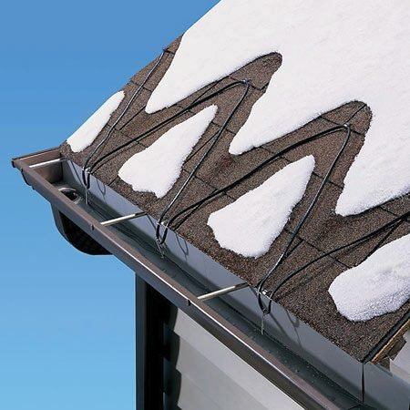 <b>The deicing cable solution</b></br> Deicing cables melt passageways for water to flow off the roof and prevent dams.