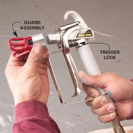 <b>Photo 4: Install the tip</b></br> Screw the guard assembly loosely onto the gun and align the guard at a 90-degree angle to your desired spray pattern. Insert the spray tip until the tab is engaged.