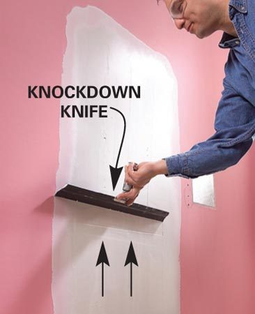 <b>Photo 2: Smooth with a knockdown knife</b></br> Smooth the mud with a wide knockdown knife with a rubber blade. Apply a second coat and smooth it.