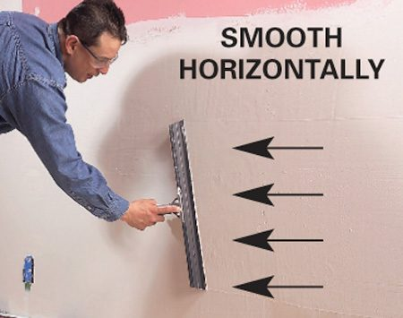 <b>Photo 2: Smooth horizontally</b></br> Now stroke the wall horizontally, moving quickly so that the mud doesn't stiffen or dry.