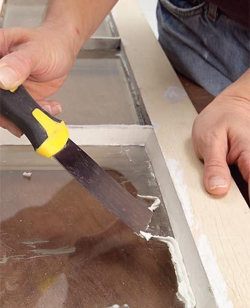 <b>Photo 5: Clean the excess </b></br> Drag the ridge of excess compound away from the finished joint and scrape it up. Be careful not to touch the smoothed surface.
