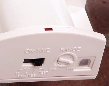 "<b>Detail of test and range controls</b></br> Set the timer button to the ""Test"" setting, which will turn the light off after a few seconds."