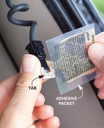 <b>Photo 3: Mix and apply the glue</b></br> Knead the adhesive packet to mix the conductive particles with the glue. Then apply to the tab.
