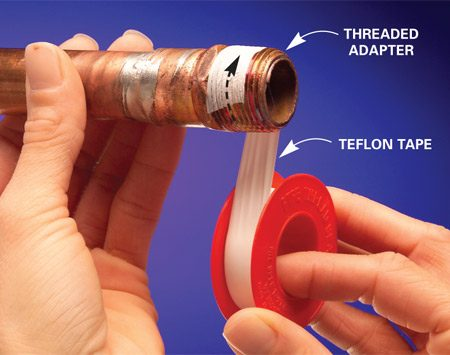 <b>Photo 1: Wrap threads</b></br> Wrap the tape around the pipe clockwise.