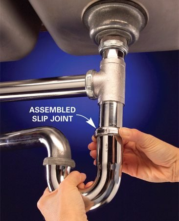 <b>Photo 2: Assemble and align</b></br> Hand-tighten all the joints, then align and lock the pipes in position with a slip joint pliers