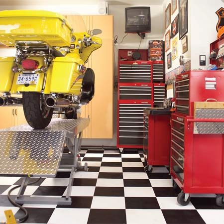 <b>Maximum convenience</b></br> A motorcycle lift coupled with an adjacent bank of tool chests keeps tools within reach and bikes at a comfortable working height.