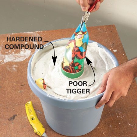 <b>Detail of removing the ball</b></br> When the compound hardens, puncture the ball and pull it out. Let the compound cure overnight before you fill it with concrete.