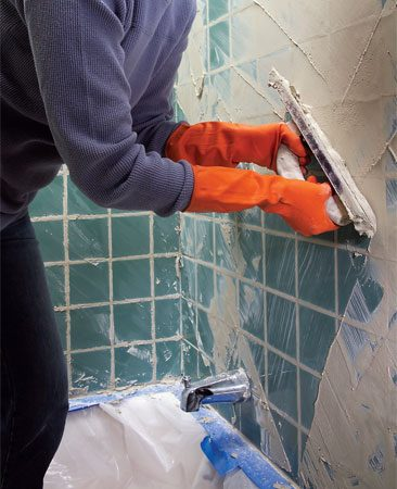 <b>Photo 6: Scrape off excess grout</b></br> Scrape off excess grout by tipping the float on edge and pushing it diagonally across the tile. Work quickly.