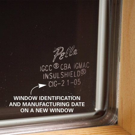 <b>Photo 2: Glass label</b></br> Look for the manufacturer's name and manufacturing date on a corner of the glass unit.