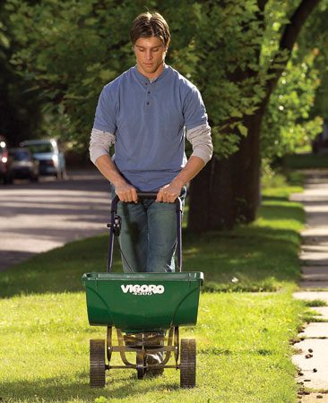 <b>Spreading herbicide</b></br> Stop crabgrass by spreading a preemergence herbicide after your second mowing.