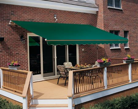 <b>Retractable awning with hidden supports</b></br> Some smaller awnings use hidden lateral arms for support.