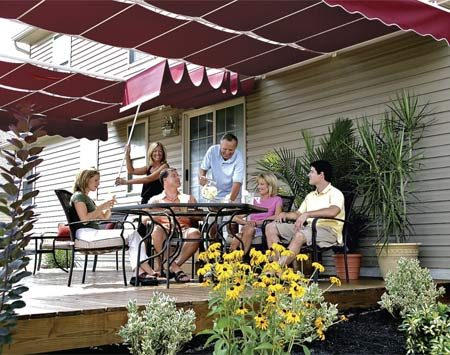 <b>Partially open retractable canopy</b></br> Retractable canopies are versatile systems that can be partially or completely closed or open.