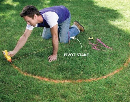 <b>Photo 2: Use chalk to make an arc</b></br> Drive a stake and tie a string to it. Mark a 3-ft.-radius arc on the lawn using the string to guide the chalk bottle.