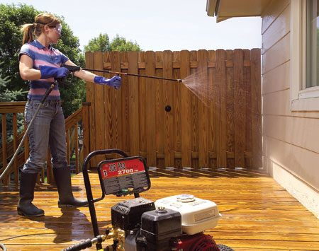 <b>Photo 4: Clean off overspray</b></br> Rinse the siding and windows with clean water at low pressure to remove chemical residue.