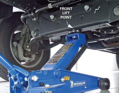 <b>Photo 1: Front lift point</b></br> Place the jack directly under the truck's front lift point.
