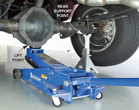<b>Photo 3: Rear lift and support points</b></br> Position the jack saddle directly under the rear differential.