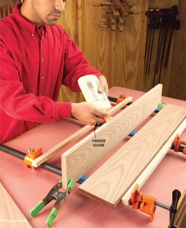<b>Apply wood glue</b></br> Apply glue smoothly and evenly along the board edge, using your finger as a guide.