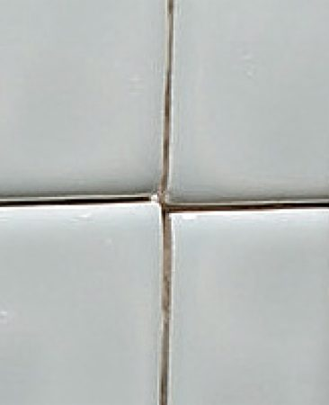 <b>Don't start on the edge of the tub or shower</b></br> Don't start the first row of tile by resting it against the tub or shower.