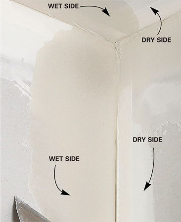 <b>Mudding one side</b></br> Smooth one side; then allow it to dry before mudding the other side.
