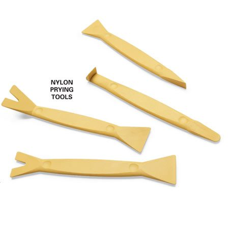 <b>Photo 1A: Close-up of nylon prying tools</b></br> Use nylon prying tools to prevent damage to the dash panel. Experiment to find which tool works best for each trim piece.