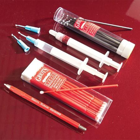<b>Micro applicators, syringes and other tools</b></br> Micro applicators, paint syringes and a spot-sanding tool help you touch up like a pro.