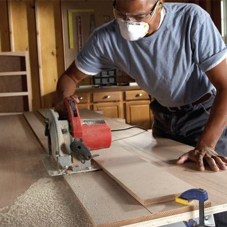 <b>Straightedge guide</b></br> Cut big sheets down to size quickly with this straightedge guide. Line the guide up with your marks, clamp it down, and run your saw along it to make a cabinet-quality cut.