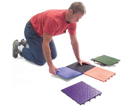 <b>Tile installation</b></br> Installation is simple: the tiles simply snap together.