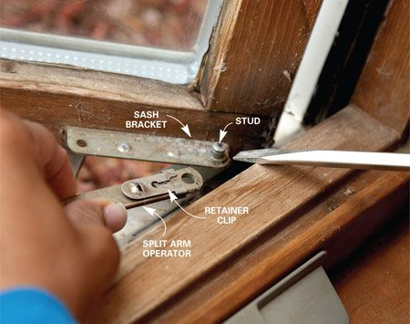 <b>Photo 2: Pry off split arm operator</b></br> Slide back the retainer clip on the arm and pry the arm off the stud on the sash bracket with a screwdriver.