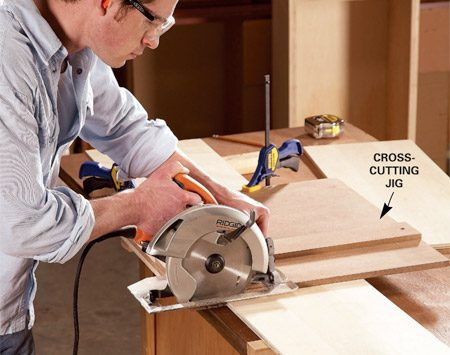 <b>Photo 1: Cut out the parts</b><br/>Cut the box parts to length. A simple homemade crosscutting jig lets you make perfect cuts with a circular saw.