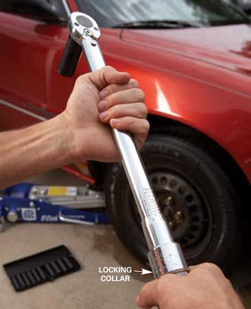 <b>Photo 1: Set the torque</b></br> Consult your owner's manual or a shop manual and set your torque wrench to one-half the recommended torque specification.