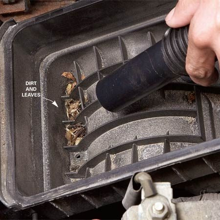 <b>Photo 1: Vacuum the filter box</b></br> Remove the air filter and vacuum out any dirt.