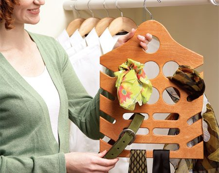 <b>Handy closet organizer</b></br> Customize this organizer to suit your accessories.