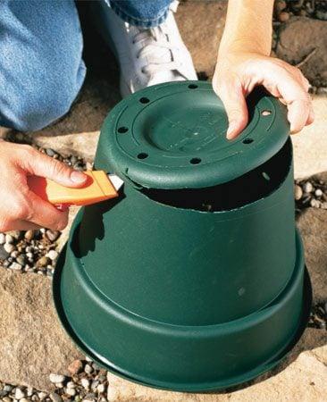 <b>Photo 1: Remove the pot bottom</b></br> Cut the bottom off a plastic pot or pail.