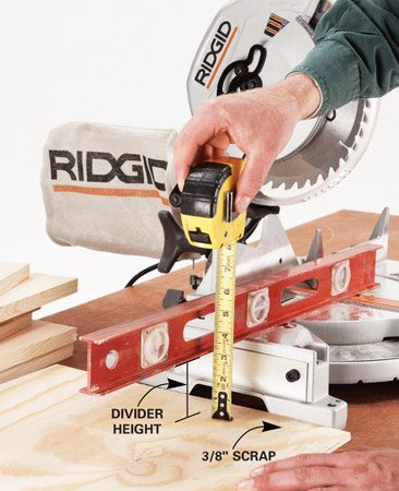 <b>Photo 1: Measure</b></br> Determine the divider height the goof-proof way: Measure from a scrap of plywood to the saw bed's surface.