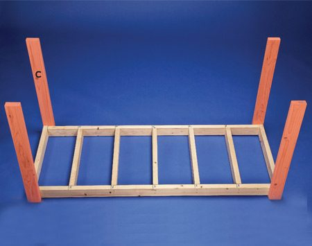 <b>Photo 2: Legs</b></br> Screw the legs to the work surface frame.