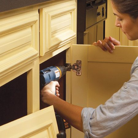 <b>Photo 12: Put everything back together</b></br> Reinstall the doors and drawers in the kitchen. Attach the hinges to the doors first, then screw them to the cabinet frames.
