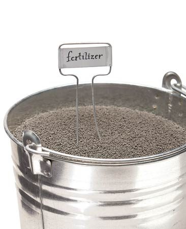 <b>Fertilizer strategy</b></br> Feed cool-season grasses before their growth spurt in late May and again in late September to mid-October. Give warm-season grasses frequent light feedings (three to five times) from late spring through early fall.