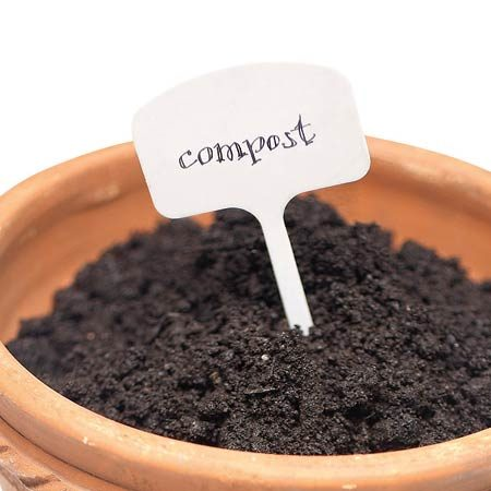 <b>Benefits of compost</b></br> Compost acts like a sponge to retain moisture and nutrients and adds microbes back into the soil.