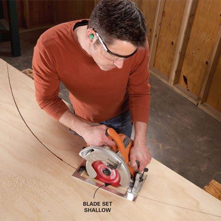 <b>Circular saw technique</b></br> You don't need a jigsaw to cut corves. When you're forming gradual curves, you can speed things up by using a circular saw instead.