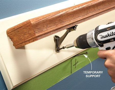 <b>Photo 3: Screw the brackets to the board</b></br> Complete the job by straightening the brackets and screwing them to the board. Use the screws provided with the handrail brackets.