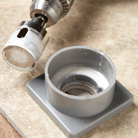 <b>Diamond hole saw</b></br> Diamond hole saws bore through hard tiles and stone easily.